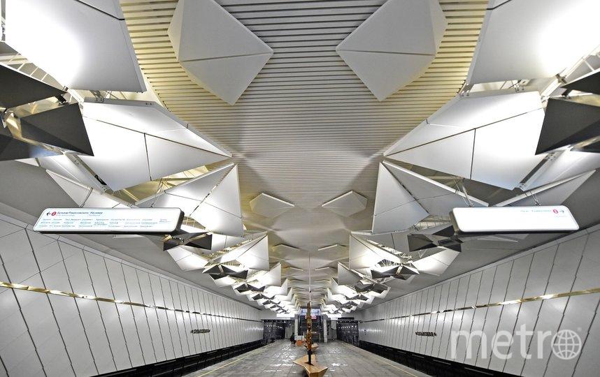 """Платформа станции «Ольховая» оформлена в стиле оригами, а вестибюль напоминает корабль из фильма """"Звёздные войны"""". Фото mos.ru"""