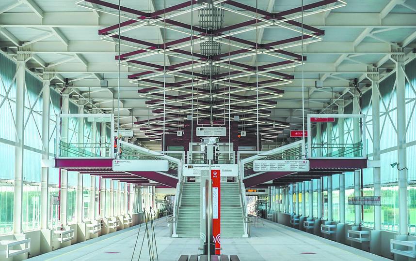 Станция «Прокшино» наземная: высокие сводчатые потолки и большие окна платформы напоминают вокзалы XIX века. Фото mos.ru