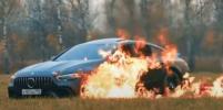 Российский блогер сжёг в поле Mercedes за 13 млн рублей и уехал на