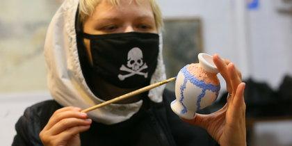 При росписи урн для праха в Москве помог юмор