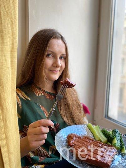 """Репортер Metro попробовала растительное мясо, но не пришла от него в восторг. Зато лабрадор Мартин не заметил разницы. Фото """"Metro"""""""