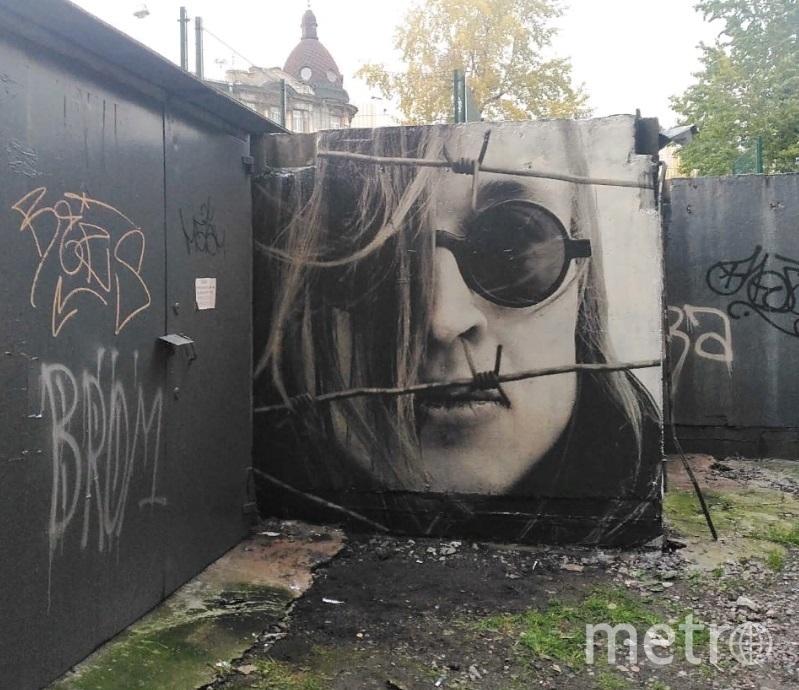 Портрет Летова появился рядом с изображением Джона Леннона. Фото vk.com/spb_today.