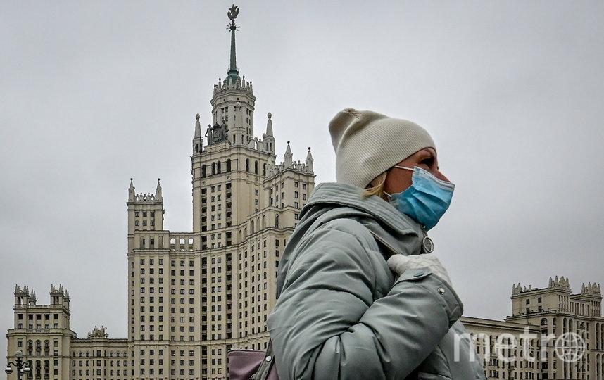 Из-за коронавируса москвичи обязаны соблюдать масочный режим. Фото AFP
