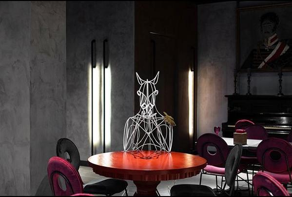 Интерьер гастробара радует стилем и яркими красками. Фото скриншот: @zabaaava.gastrobar