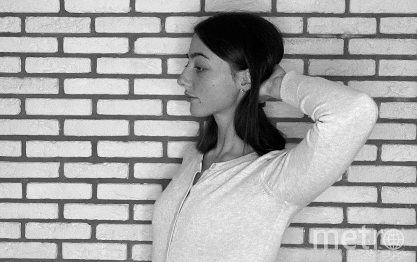 """Удерживайте ладонью затылок (ближе к темени) и давите на нее головой. Фото """"Metro"""""""