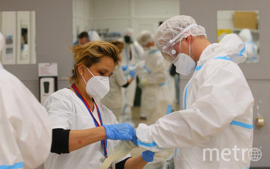 Госпиталь разделён на «чистые» и «грязные» зоны при помощи санпропускника со шлюзами, которые препятствуют распространению инфекции. Фото Василий Кузьмичёнок