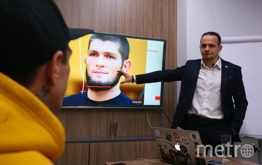 Максим Алябьев раскрывает секреты физиогномики на примере лица Хабиба Нурмагомедова. Фото Василий Кузьмичёнок