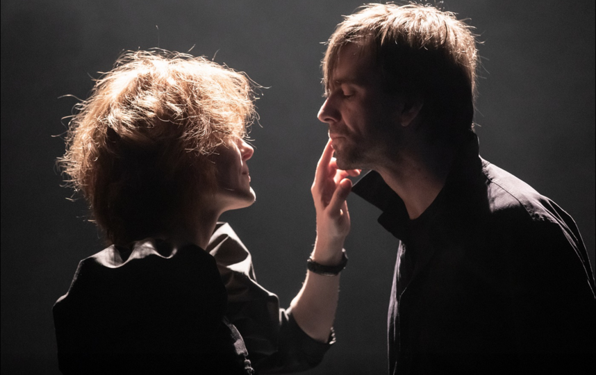 Молли (Полина Кутепова) и её муж Фрэнк (Юрий Буторин). Фото скриншот: fomenki.ru