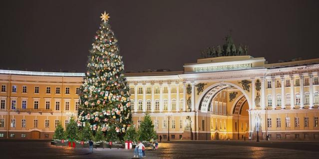Главная новогодняя елка Петербурга предстанет в ретро-стиле.