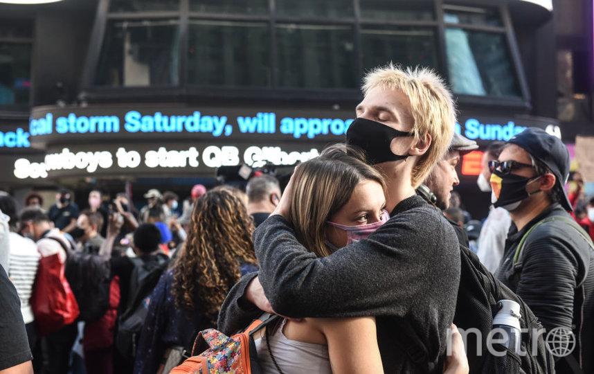 Нью-Йорк - город демократов. Люди ликуют на улицах, празднуя победу Байдена. Фото Getty