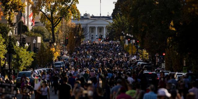 В Вашингтоне на улицы вышли тысячи людей.