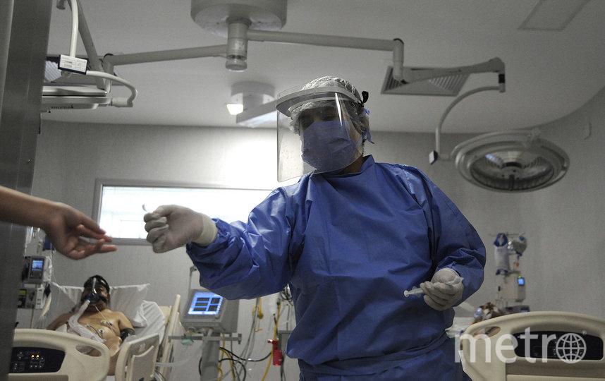 Врачи во всём мире мужественно продолжают сражаться с коронавирусом. Фото AFP