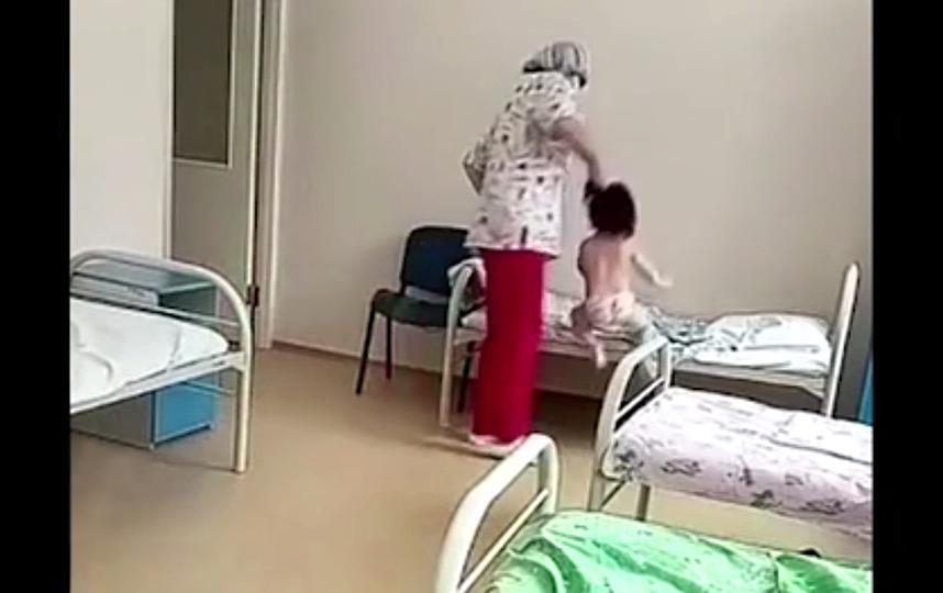 Медсестра уже уволена из учреждения | СКРИНШОТ ВИДЕО RIA.RU.