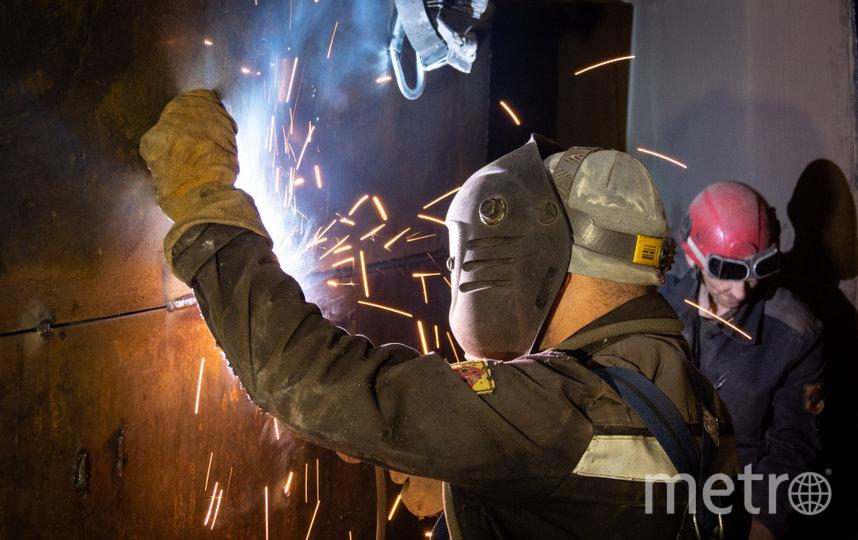 На фото — сварочные работы на газоходе котла.