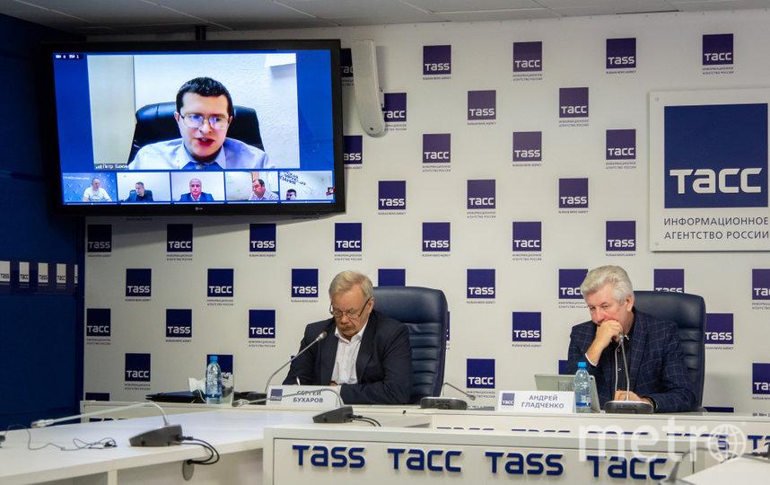 Петр Бажин (на фото — на экране): «Прогнозируем, что дефектов может возникнуть больше, но мы готовы к их устранению».