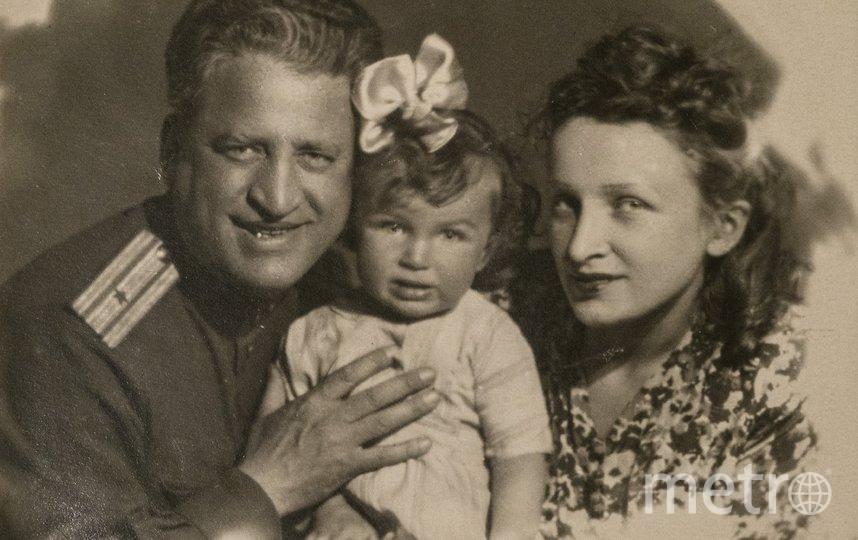 """После войны. Ирина с родителями. Фото из личного архива Ирины Бирули, """"Metro"""""""