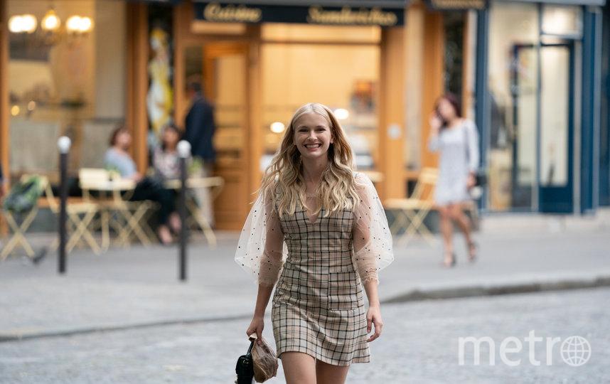 """Камилла. Фото кадр из фильма """"Эмили в Париже"""""""