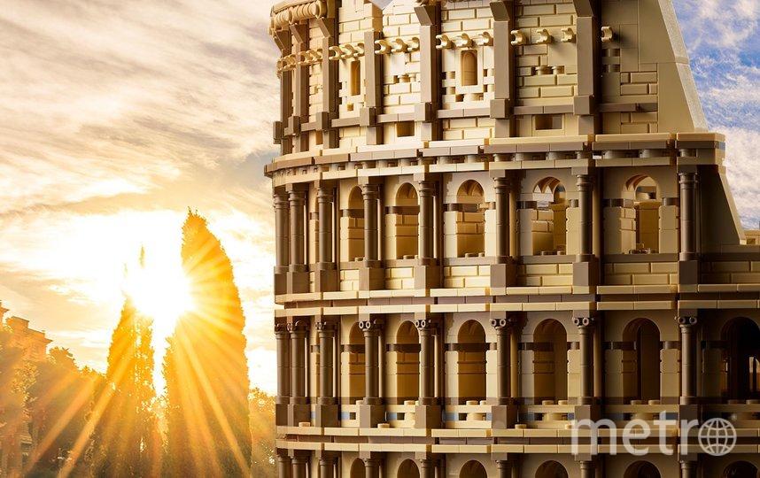 Размеры собранного набора: высота 27см, ширина 59см. Фото LEGO Group.