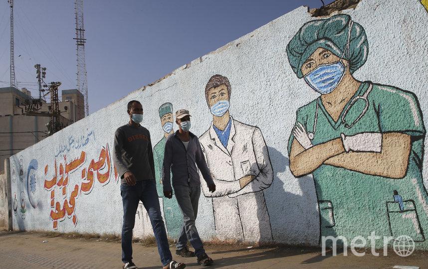 По данным университета, число инфицированных в мире сейчас составляет 53 415 069 человек. Фото AFP