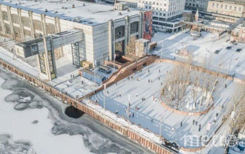 Каток будет открыт для посещения ежедневно с 11:00 до 21:00. Фото sevcableport.ru.