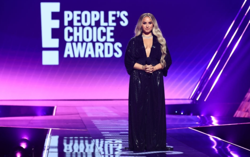 Деми Ловато и ее наряды на церемонии People's Choice Awards. Фото Скриншот Youtube