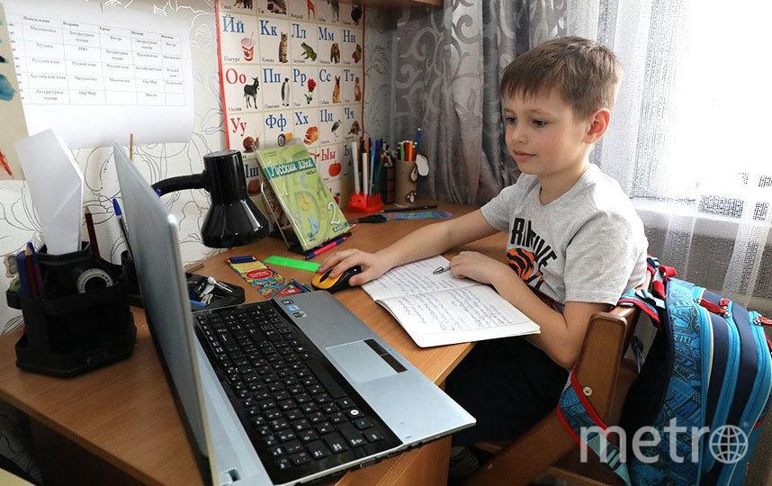 Чтобы перевести ребёнка начальных классов на дистанционное обучение, нужно написать заявление на имя директора. Фото files.pravda-nn.ru