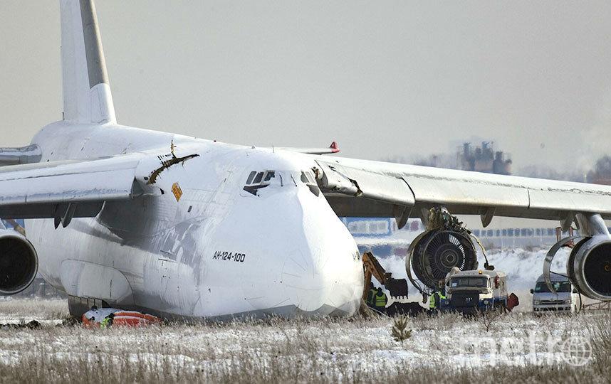 Самолёт «Руслан» совершил аварийную посадку в Толмачёво 13 ноября. Пострадавших нет. Фото РИА «Новости», РИА Новости