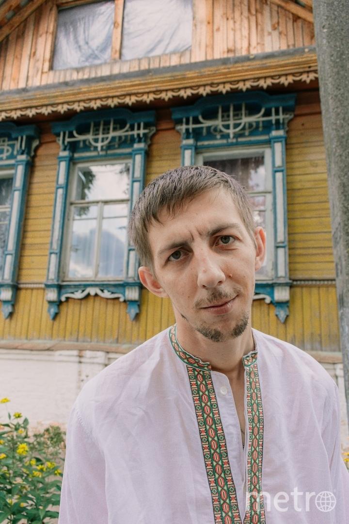 Волонтёр из Клинцов Евгений восстанавливал облик старинного дома. Фото vk.com/tomfest_klincy