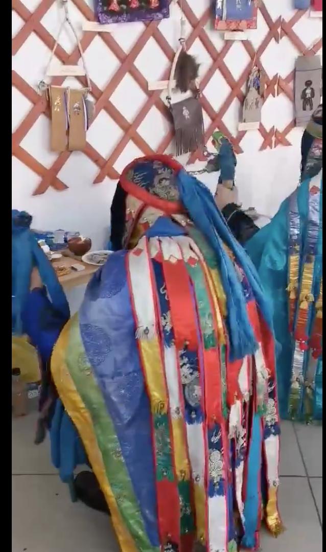 Лица бурятских шаманов закрыты . Фото vk.com/tengeri