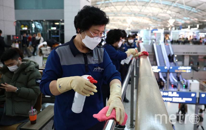С 13 ноября в Южной Корее начали штрафовать граждан за отсутствие или неправильное ношение защитных масок в общественных местах и транспорте. Фото Getty