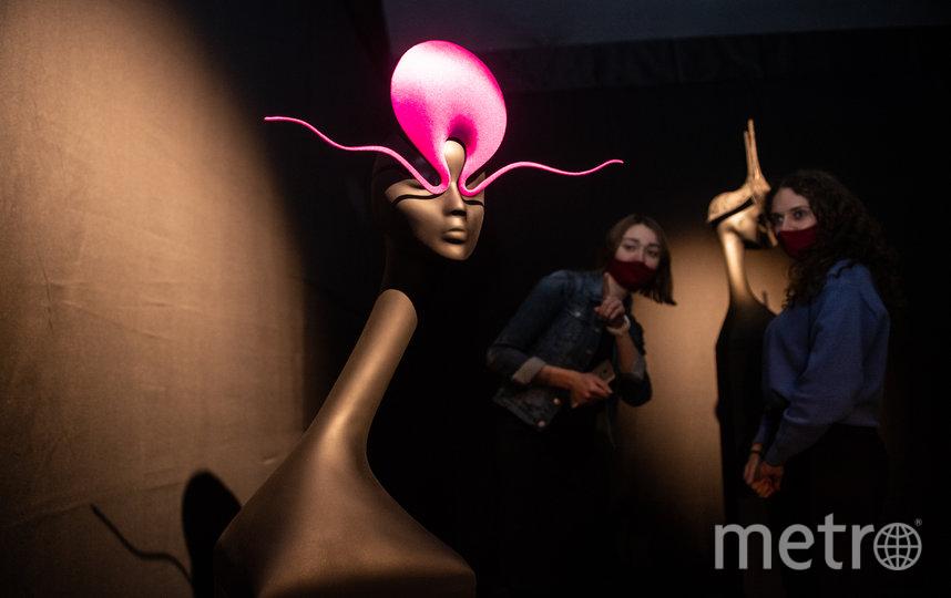 "Знаменитая розовая шляпа «Розуэлл», 1998 год. Фото Святослав Акимов, ""Metro"""