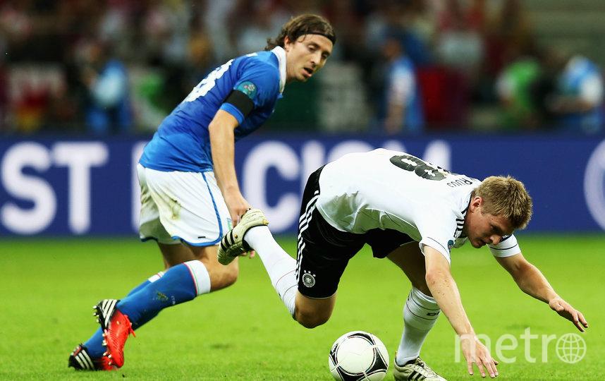 В полуфинале Евро 2012 бундестим проигрывает итальянцам. Фото Getty