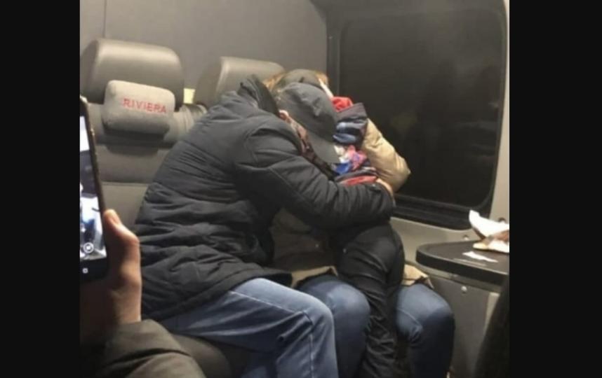Фото встречи родителей с мальчиком. Фото RT
