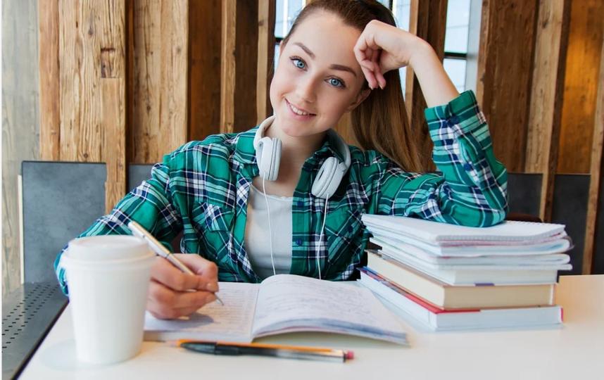 Из-за коронавируса и в этом году меняется формат учебы в школах. Фото pixabay.com
