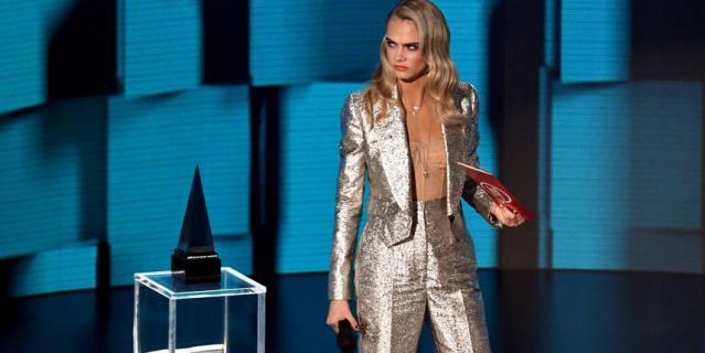 Звезды на American Music Awards. Кара Делевинь.