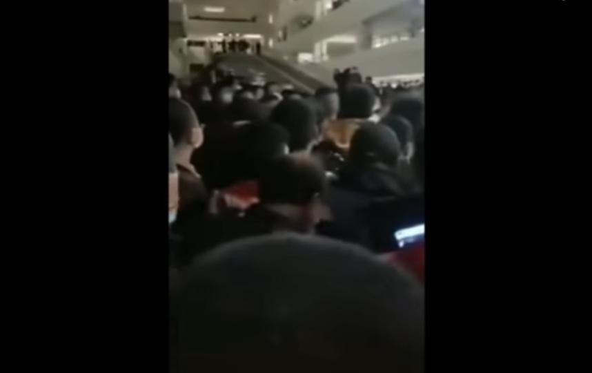 Приказ пройти тестирование оказался неожиданным для сотрудников аэрпорта. Фото Скриншот Youtube