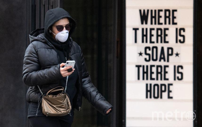 Ношение средств индивидуальной защиты, а именно масок, крайне важно в борьбе с распространением вируса COVID-19. Фото Getty
