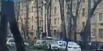 Захвативший в заложники 6 детей мужчина в Колпино готов обменять их на жену
