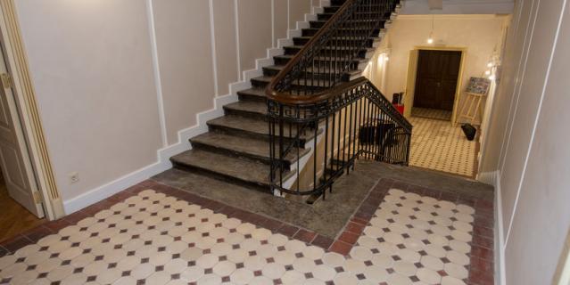 Лестница и метлахская плитка, входившие в предмет охраны.