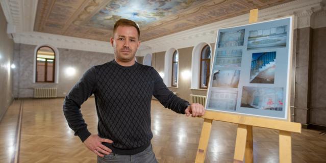 Максим Минигалиев с проектным планшетом.