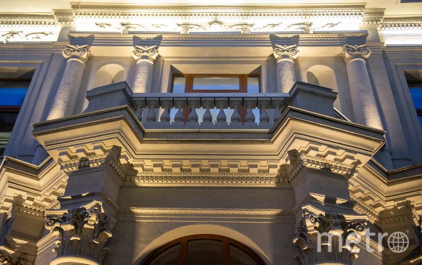 """Фасад простукивали по сантиметру – чтобы не обрушить весь. Фото Святослав Акимов, """"Metro"""""""