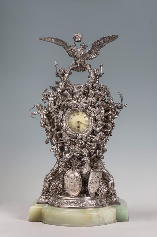 Каминные часы. Фото https://www.hermitagemuseum.org