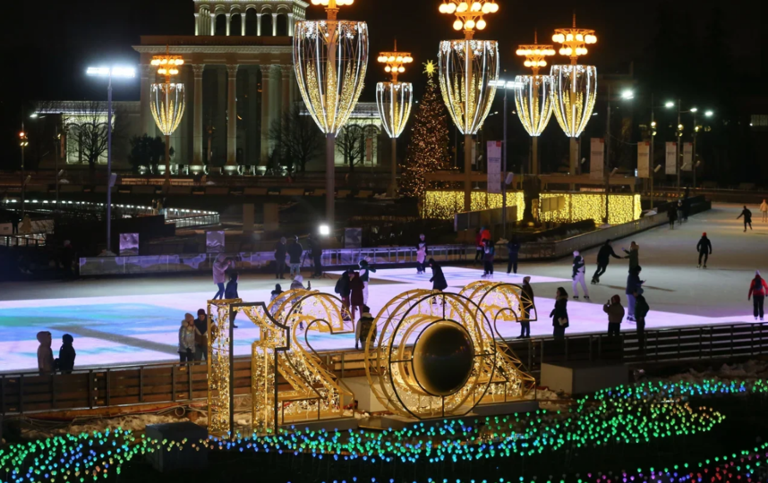 """Самый большой каток по традиции открылся на ВДНХ. Фото Василий Кузьмичёнок., """"Metro"""""""