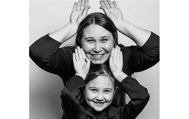 Мама и е дочь Даша. Фото фотограф Артём Ионов