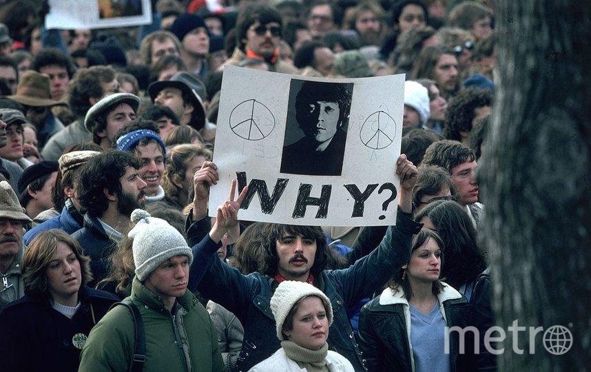 После смерти Леннона 40 лет назад фанаты вышли на улицы городов. Это фото сделано в Нью-Йорке. Фото Getty