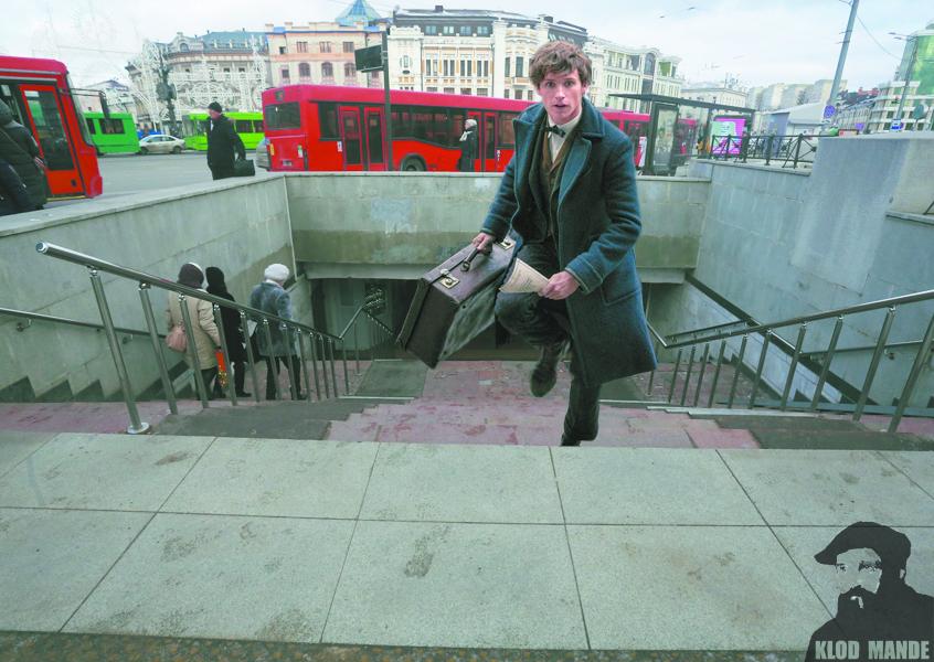 """Фантастических тварей в городе разыскивает герой спин-оффа о Гарри Поттере. На коллаже он выбегает из метро. Фото klodmande, """"Metro"""""""