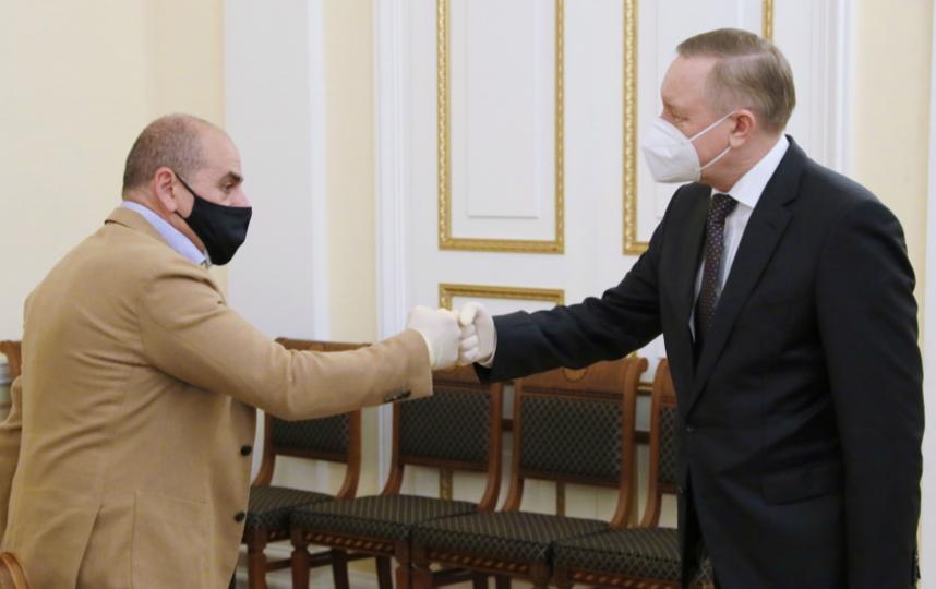 Александр Беглов и ресторатор Арам Мнацаканов. Фото https://www.gov.spb.ru/