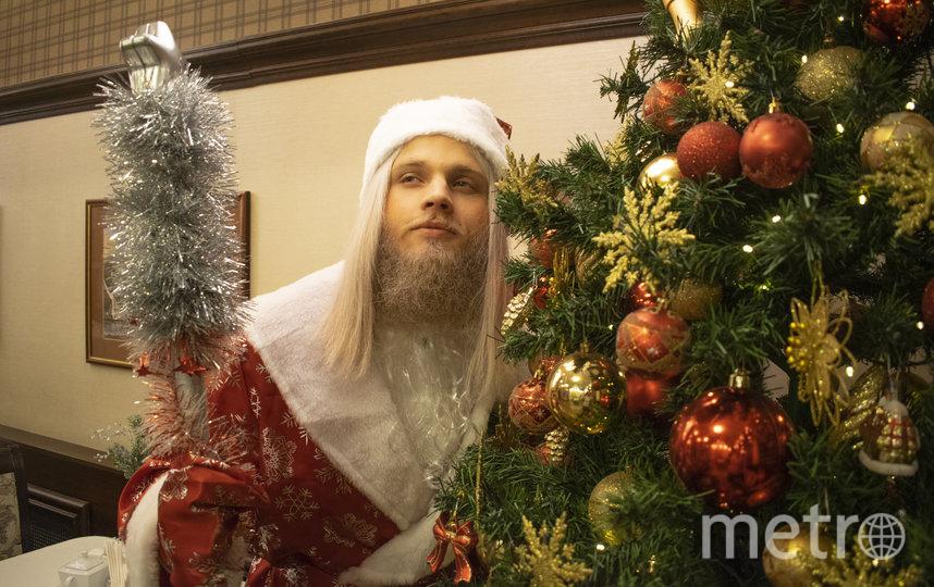 """Этого Деда Мороза можно смело дёргать за бороду – она не отвалится. Фото из личного архива Александра Акузовского, """"Metro"""""""