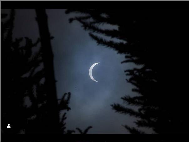 Из-за облаков затмение было не так хорошо видно. Фото https://www.instagram.com/p/CIzihuOh2rX/