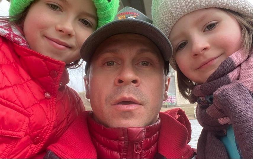 Павел с дочками. Фото  instagram.com/pablo_derevyanko